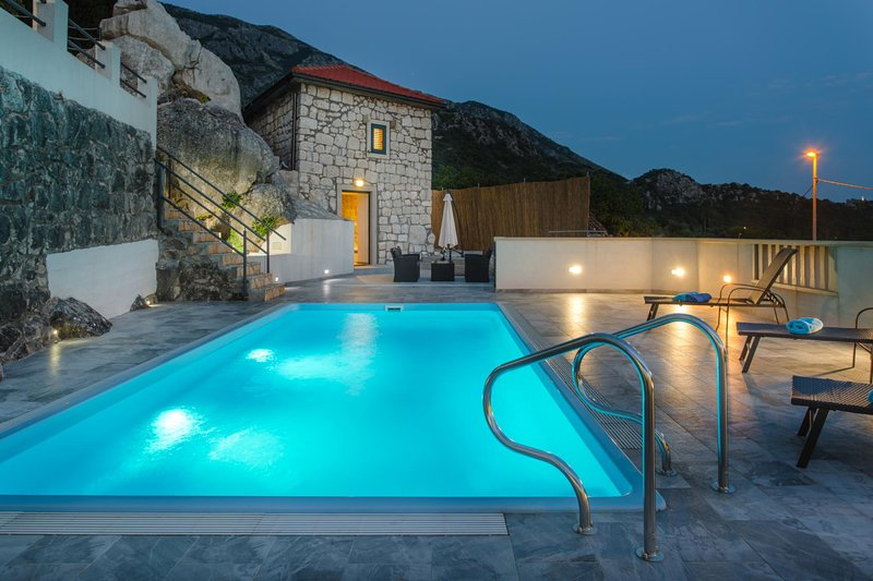 Butkovine Villa Sleeps 2 with Pool Air Con and WiFi - 5604916, holiday rental in Zastolje