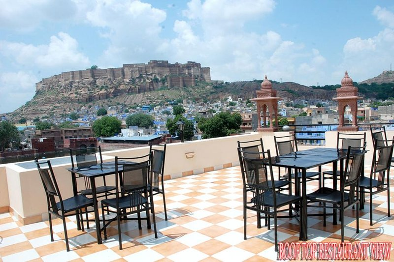 Jee Ri Haveli Deluxe Double or Twin Room Unit 5, aluguéis de temporada em Jodhpur