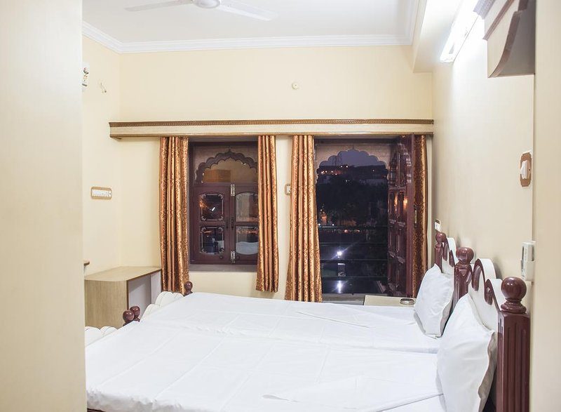 Jee Ri Haveli Deluxe Double or Twin Room Unit 3, aluguéis de temporada em Jodhpur