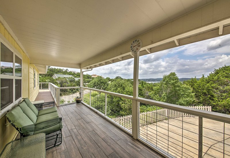 Begin your Lago Vista vacation with a cool drink on this covered deck!
