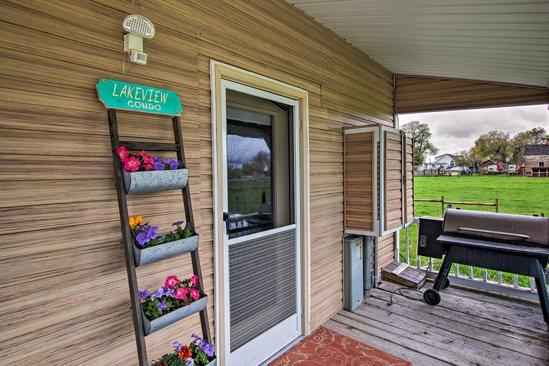 Welcome to your next summer retreat - 'Lakeview Condo!'