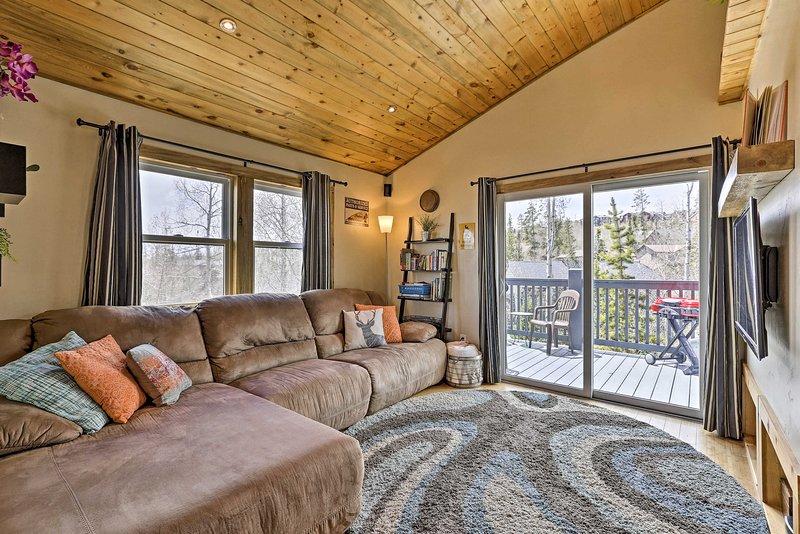 Des plafonds voûtés et de belles vues complètent cette maison de Silverthorne.