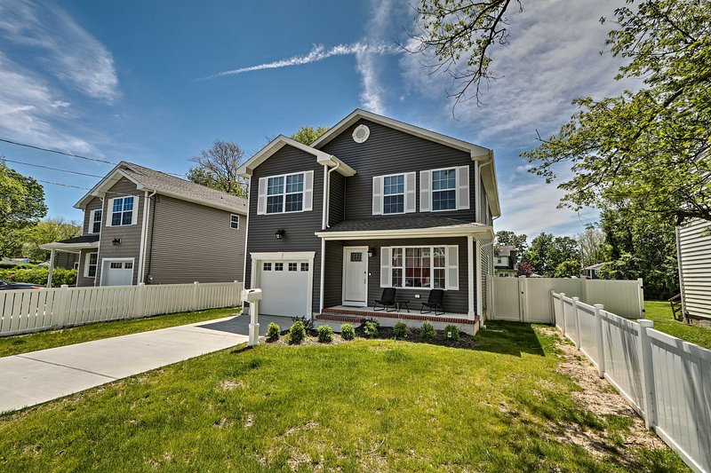 Long Branch Home w/ Hot Tub - Walk to Beach!, vacation rental in Highlands