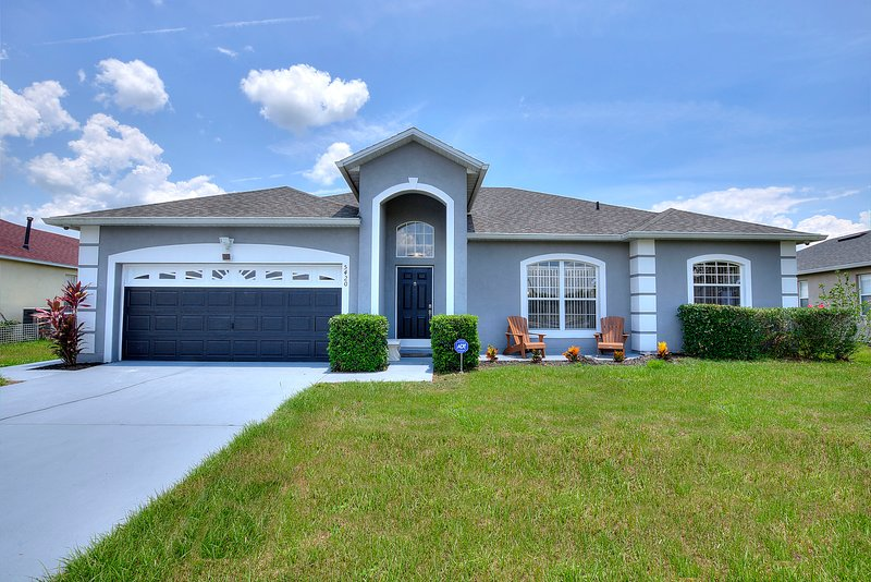 Disney Vacation Villa with Lake View, alquiler de vacaciones en Kissimmee