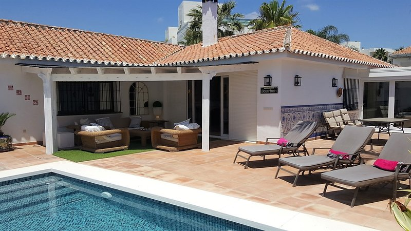 BEACHSIDE VILLA, vacation rental in Marbella