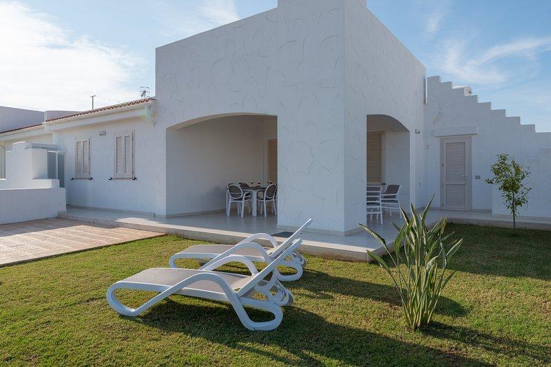 Blue Sea, Villa Maestrale with pool, casa vacanza a Costa Merlata