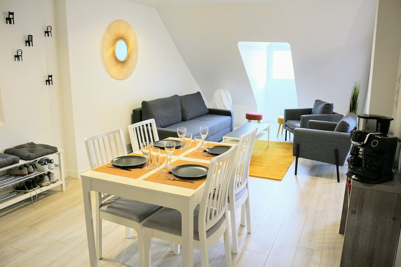 Down*** by Beds76, holiday rental in Le Grand-Quevilly