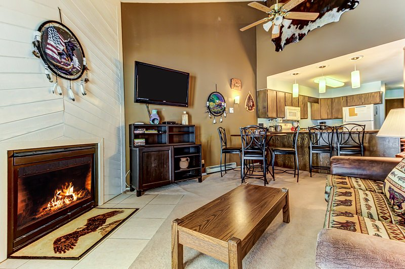 Upgraded condo w/fireplace, 1/2 mile from Brian Head Resort! On free bus route!, location de vacances à Brian Head