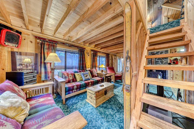 Charming Mt. Hood cabin - close to chairlifts, boutiques, shops, dining!, holiday rental in Timberline Lodge