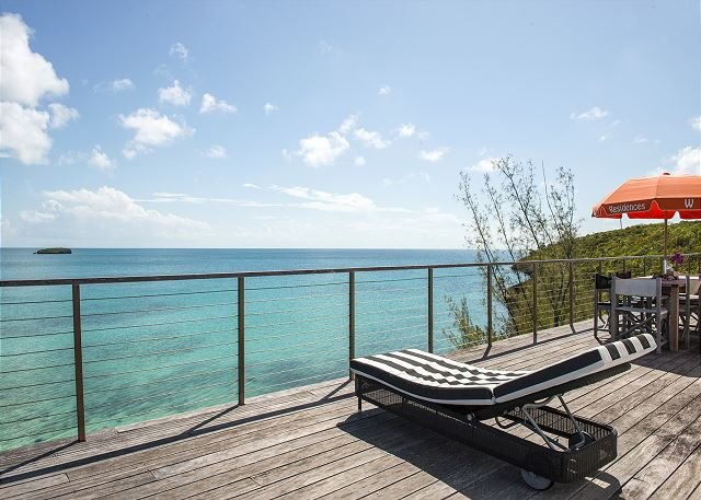 Touch of Class: A Beachfront Home on the Warm Calm Caribbean, holiday rental in Tarpum Bay
