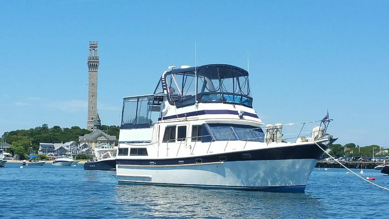 Sunset Charter on Private Trawler Yacht 42'-, location de vacances à Hyannis