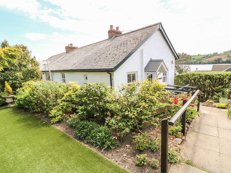 POLSUE COTTAGE, Open fire, Enclosed garden, Open-plan living, in Point, holiday rental in Devoran