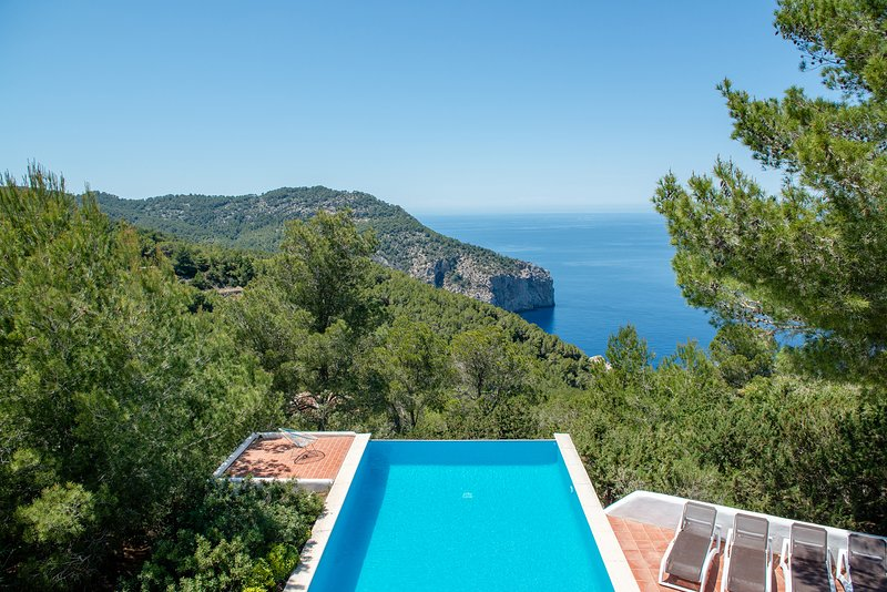 Casa Anna with Private Pool and Wonderful Sea and Sunset views, alquiler de vacaciones en Ibiza