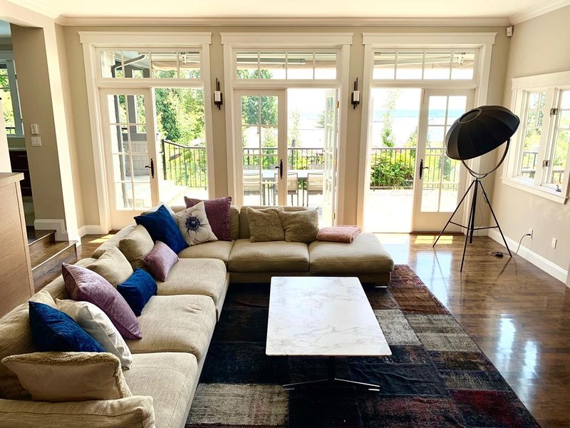 Luxury Gated Ocean View Vancouver West Home, holiday rental in Britannia Beach