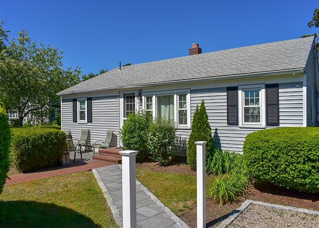 3 Bedroom home, .1 miles to Raycroft beach with window ac., location de vacances à South Harwich