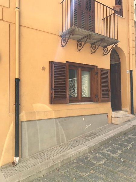 LE CASE DI GALLIANO PIANO TERRA, vacation rental in Acquedolci