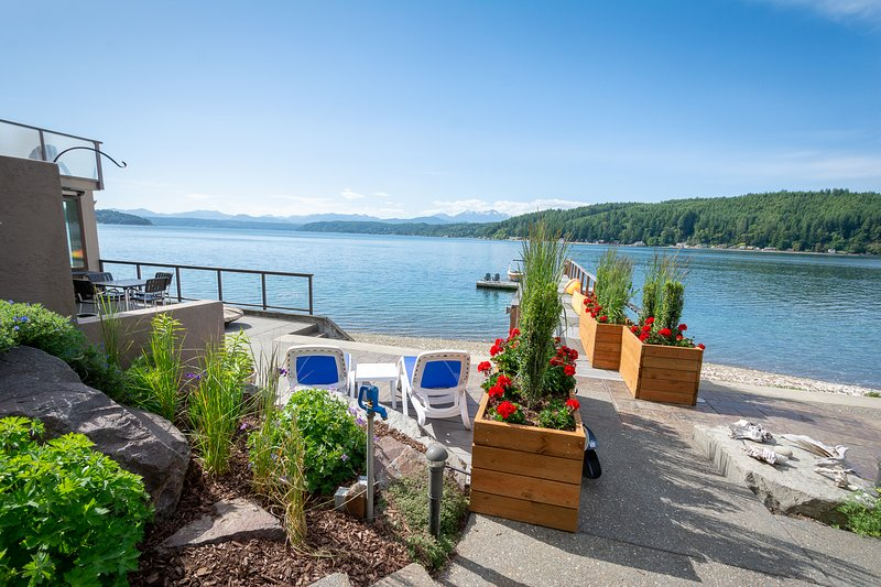 Luxury Lookout Hood Canal Vacation Rental: Privacy Vegetation Wall