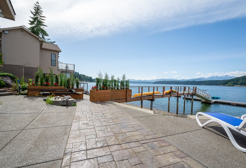 Walls of Glass Hood Canal Vacation Rental: Privacy Vegetation Wall