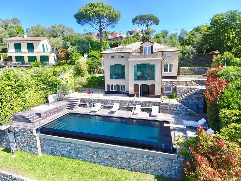 VILLA MARGHERITA by KlabHouse 2BR w/Infitity Pool + Hot tube, holiday rental in Santa Margherita Ligure