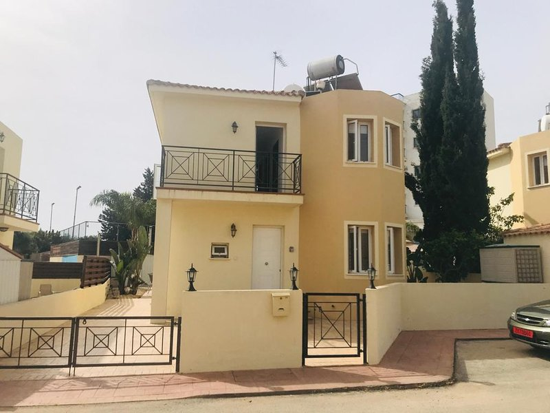 Perfectly located villa - car not necessary as beaches & restaurants within a 5 min stroll...