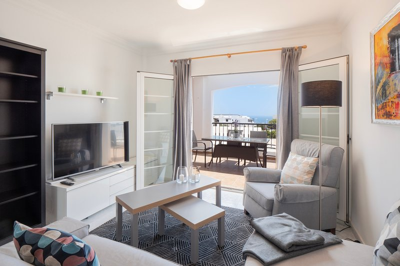 Comfortable and modern apartment next to the Avenida central in Tías, holiday rental in Conil