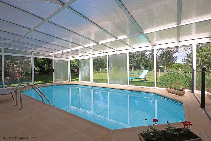 SWIMMING POOL COVERED Heated.