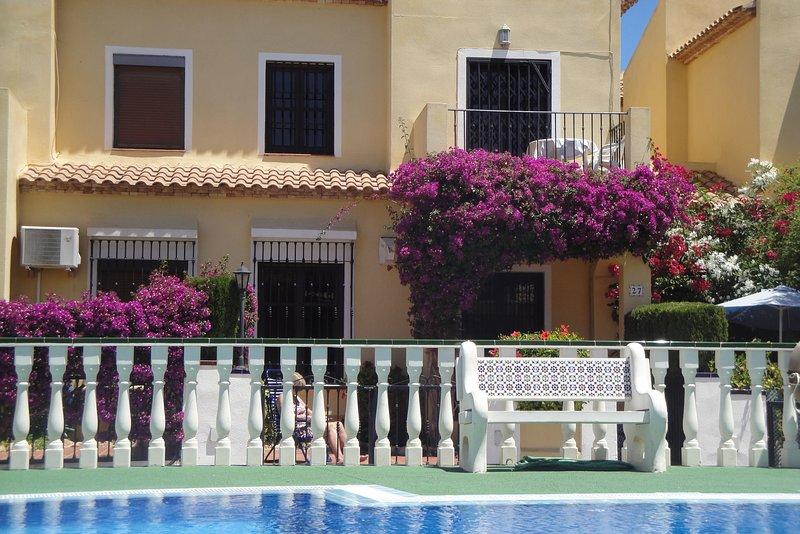 South facing, overlooking pool., holiday rental in La Zenia