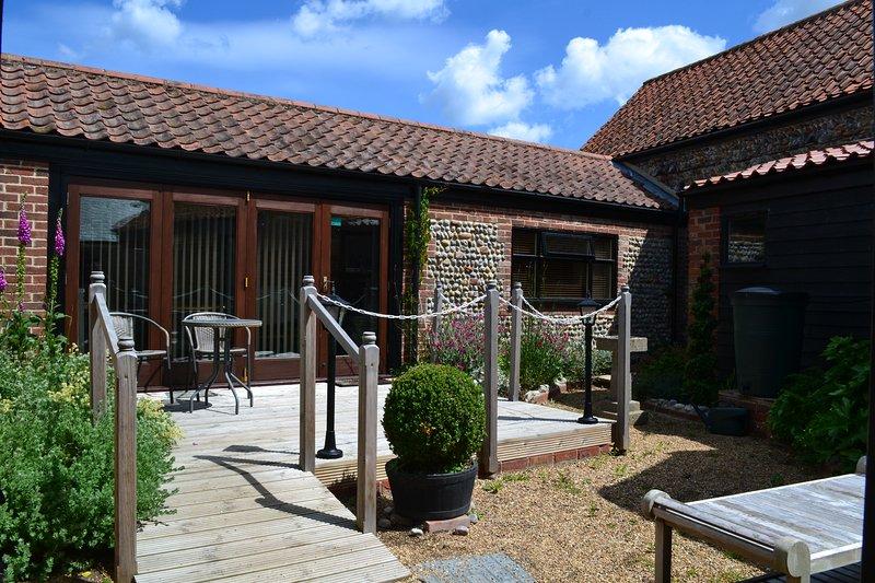 Brand new barn conversion, pet friendly, close to coast, secure garden., location de vacances à Wayford
