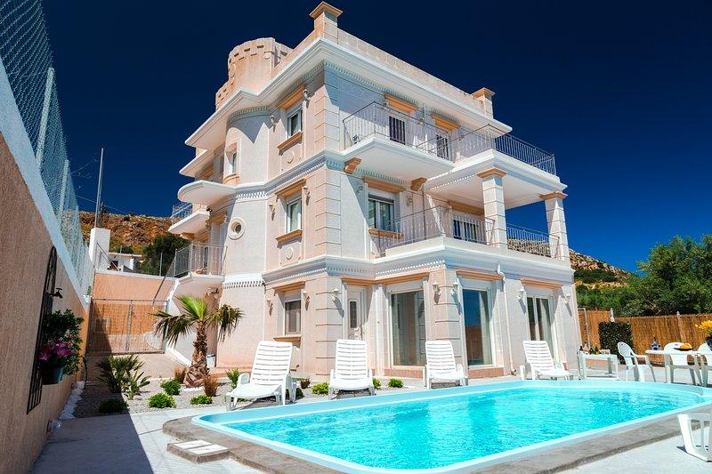 Stratos Palace, Ferienwohnung in Karteros