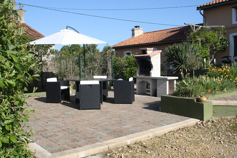 Lovely BBQ area to enjoy the sunshine with a glass of local wine