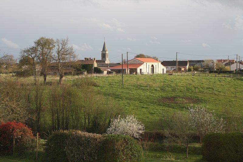 Belle vue sur les terres agricoles en direction de l'église d'Etusson