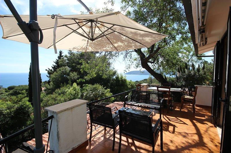 A Louer, vue Mer, lieu très calme, 10 mn des plages et du centre du village, alquiler de vacaciones en Isla de Elba
