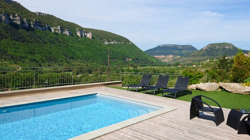 Liaucous Villa Sleeps 8 with Pool and Air Con - 5803280, location de vacances à Compeyre