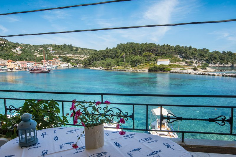 Villa Gaia: on Gaios port, right on the sea, location de vacances à Gaios