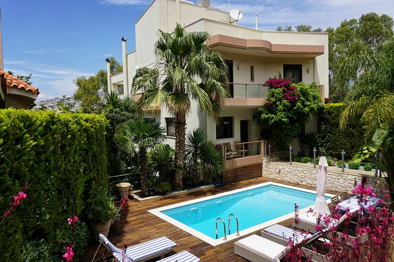 Luxury villa-private-swimming pool-Voula, location de vacances à Voula