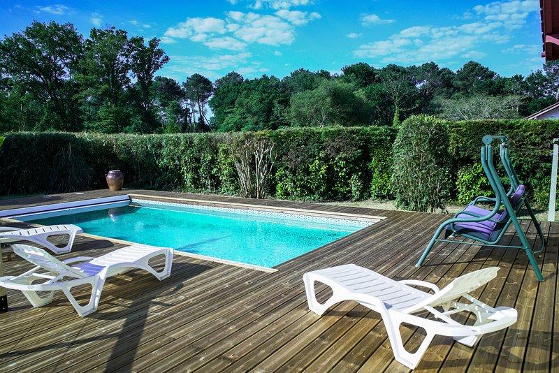 Maison avec piscine chauffée, Ferienwohnung in Saint-Michel-Escalus
