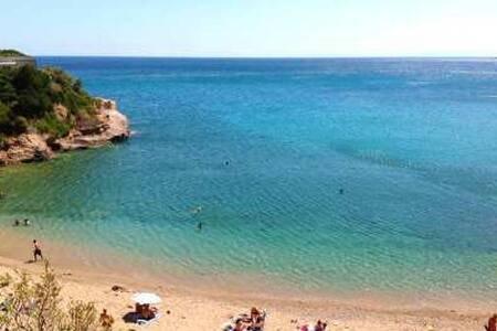BEACH HOUSE NEAR ATHENS, holiday rental in Agia Marina