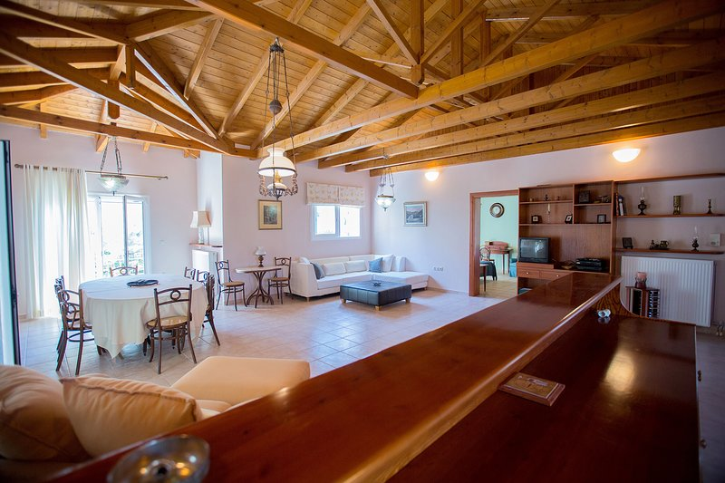 Loft near the beach and the city centre, vacation rental in Loutraki