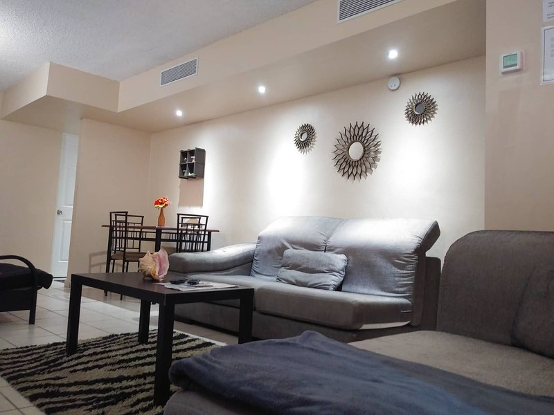 JUST MINUTES AWAY FROM AIRPORT AND BEACHES, alquiler vacacional en Caguas