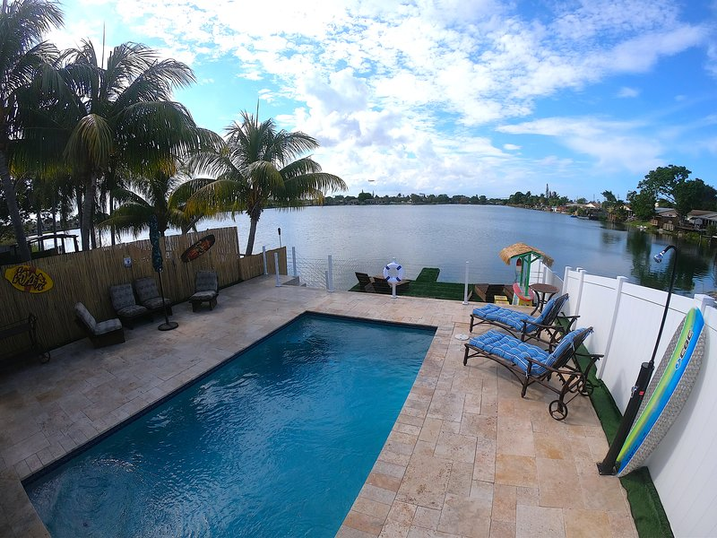 Tropical Oasis* Private Pool* LakeHouse, holiday rental in Dania Beach