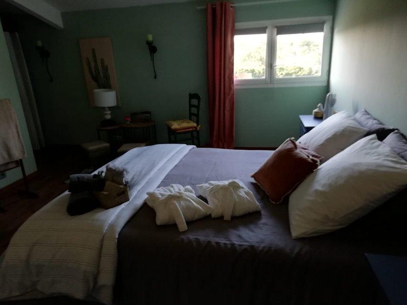 Mas-Jasmin chambres D hôtes – semesterbostad i Domazan