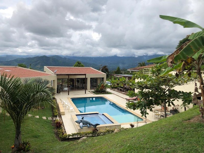 Casa Campestre rodeada de naturaleza ideal para descansar con familia y amigos., holiday rental in Tocaima
