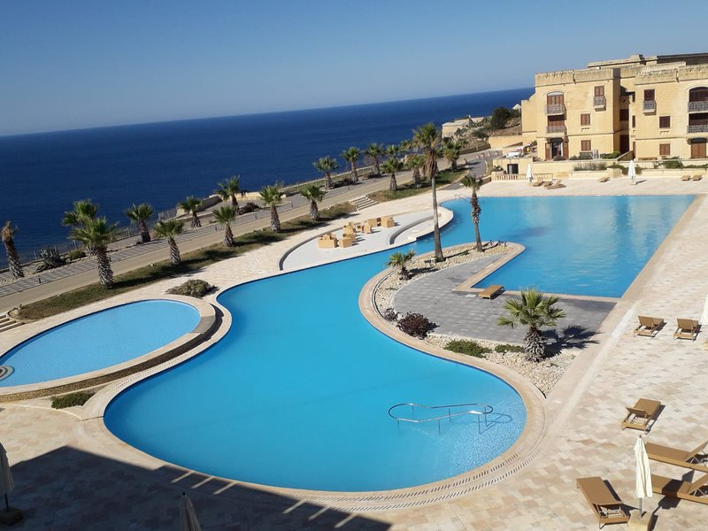 FORT CHAMBRAY APARTMENT, vacation rental in Ghajnsielem