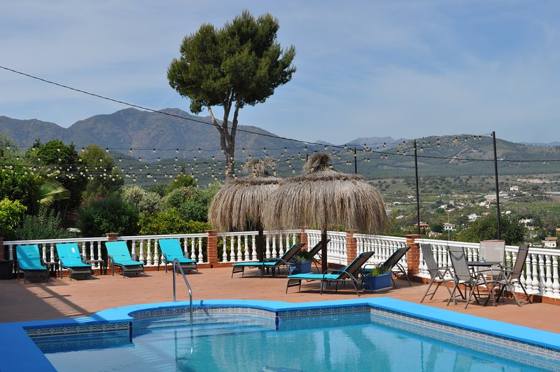 Modern 2 bed Apartment, Pool &  hot tub, Stunning views, perfect for families, holiday rental in Alhaurin el Grande