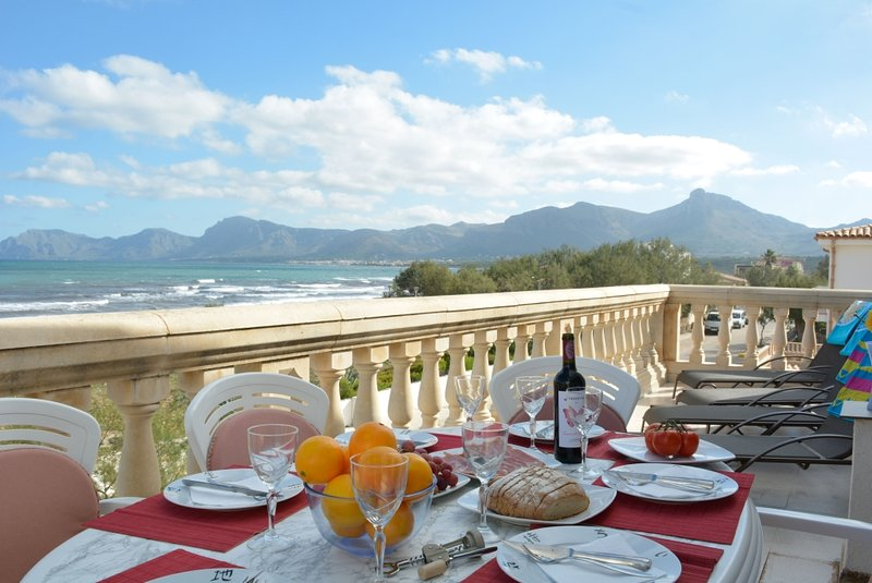 Mallorca Beach front line Apartment 6 pers, holiday rental in Majorca