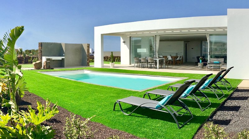 VILLA TURQUESA 1 - LUXURY, CONFORT AND BEST LOCATION 3E4C !!, holiday rental in Lajares