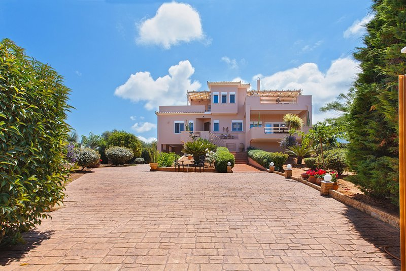 NV 3-bedroom Holiday Villa, holiday rental in Neochori
