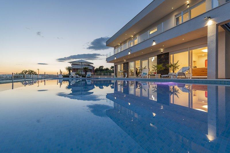 Luxury Villa Zen with Heated Pool, holiday rental in Podstrana