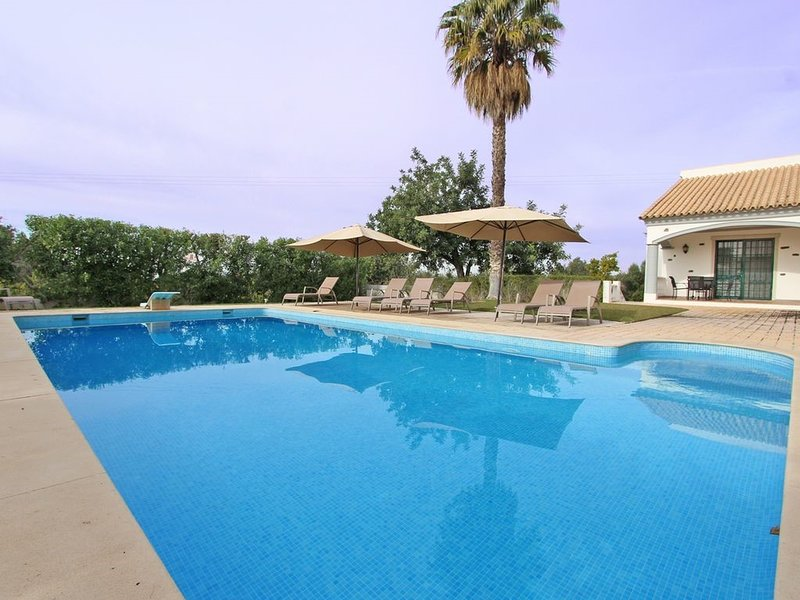 Almancil Villa Sleeps 10 with Pool and Air Con - 5745287, location de vacances à Alfarrobeira