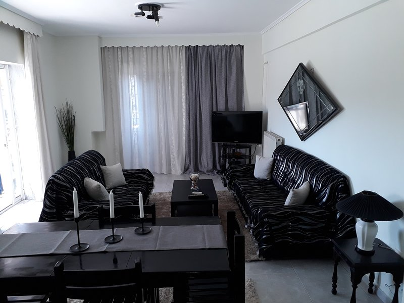 Argiris and Violet comfortable apartment, holiday rental in Ampelokipoi